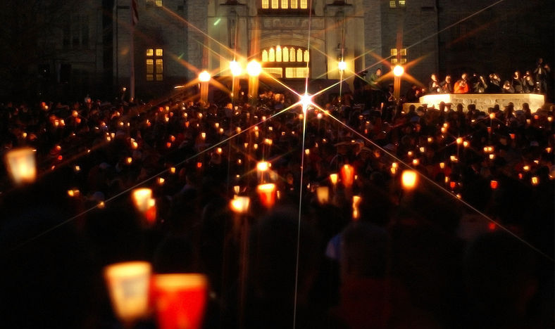 796px-Virginia_Tech_massacre_candlelight_vigil_Burruss